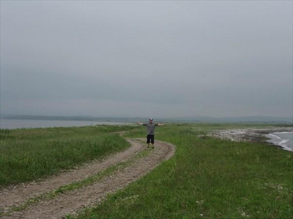 На перешейке п-ова Краббе, слева б.Новгородская