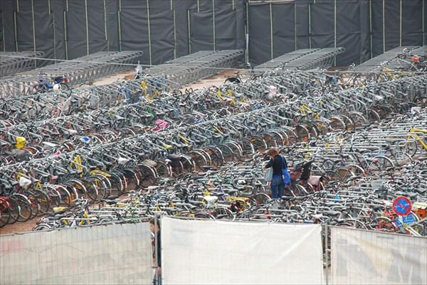Велосипедная стоянка возле вокзала Gand