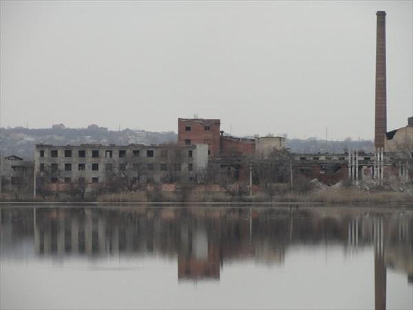 Разрушенный завод на Вейсовом озере